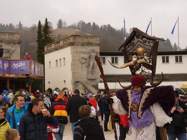 Der Riese im Fanpark der Ski-WM 2011