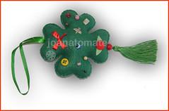 pingente trevo (joanatomate) Tags: tiara flores santaluzia mandala feltro guadalupe madeira fita gancho trevo sãofrancisco oratório portachave matrisoka sãojudas coraçãotecido