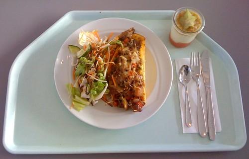 Gefülltes Bauernomelette mit Salat / Omelette farmer style with salad