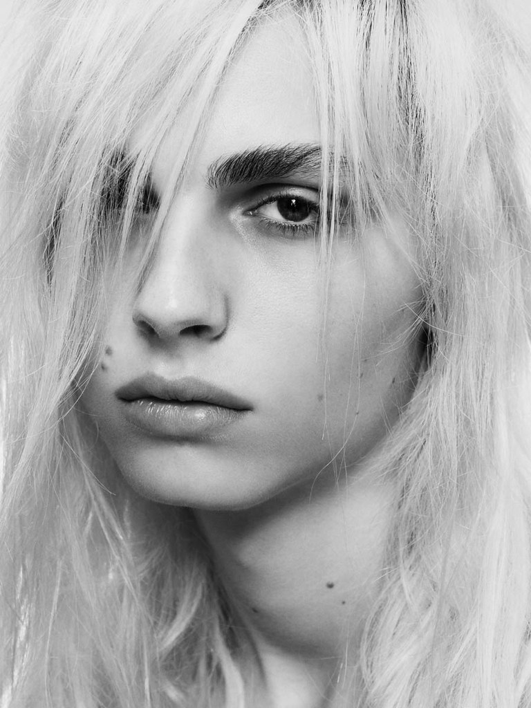 Andrej Pejic0257_OYSTER91FEBRUARY-MARCH 2011_Ph Jez Smith(oystermag.com)