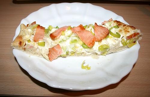 25 - Flammkuchen mit Räucherlachs / Tarte Flambee with smoked salmon - Einzelstück
