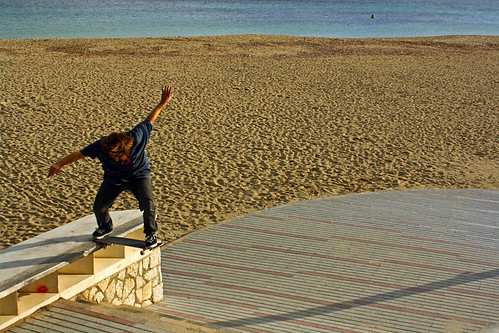 Christian - Fakie Frontside Noseslide
