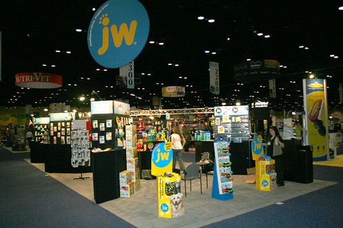 jw pet company global pet expo 2011 002 (3)