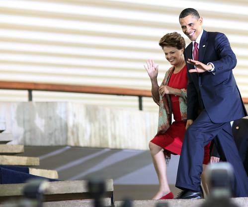 Presidentes Barack Obama e Dilma Rousseff na chegada do almoço no Palácio Itamaraty, em Brasília. / Presidents Barack Obama and Dilma Rousseff arriving for luncheon at Itamaraty Palace, in Brasília. by Embaixada dos EUA - Brasil