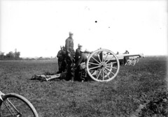 Militaires chargeant un canon lors d'une manoeuvre, Excideuil, 1901 (bibliothequedetoulouse) Tags: cannon artillery french75 frencharmy soixantequinze bibliothquedetoulouse 75mmgun 75mmcannon canonde75modle1897 matrielde75mmmle1897