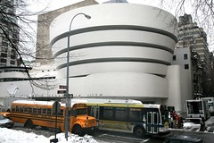 "New York City, Manhattan, Upper East Side, 5th Ave : "" Solomon R. Guggenheim Museum "" 1959. ((vincent desjardins)) Tags: nyc newyorkcity ny newyork building bus museum architecture arquitectura manhattan muse franklloydwright architektur guggenheim schoolbus artmuseum modernarchitecture uppereastside architectuur guggenheimmuseum"