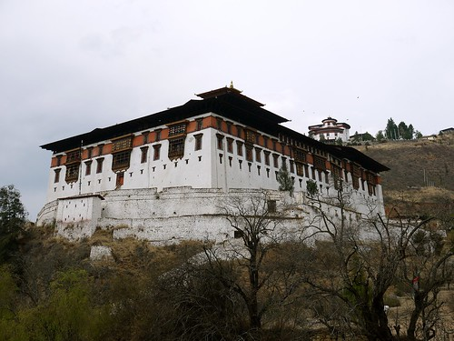Rinpung Dzong, the fortress on a heap of jewels