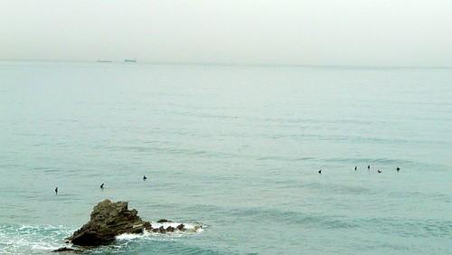 Playa de Sopelana con olas de medio metro