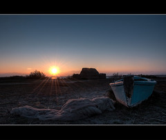 Sunset in Canet - II ([Sinouhé]) Tags: sunset 66 filet pêcheur sud cabane barque catalogne couchersoleil 1685 pyrénnéesorientales d300s hdr9raw