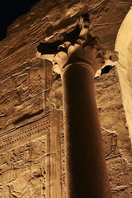 エジプト ルクソール神殿ライトアップ ローマ時代の柱