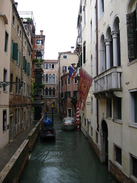 ヴェネツィアの水路のフリー写真素材