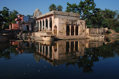 (  asaf pollak) Tags: old india reflection water nikon north structure pollack assaf rajasthan bundi     d80     asafpollak