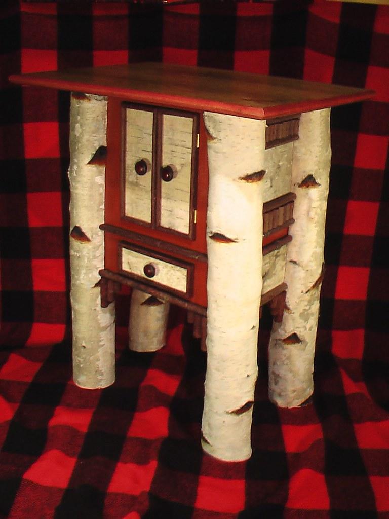 Birch End / Bedside Table: HUNTER'S REST Design