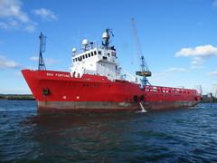 Boa Fortune (Parchimer) Tags: rügen schiff vorpommern supplyvessel mukran versorger tugsupplies