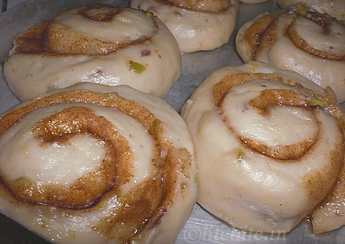 Eggless Cinnamon rolls with honey and walnuts