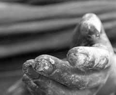 Tango? (Cristian Ştefănescu) Tags: friedhof hand cologne köln koeln melaten