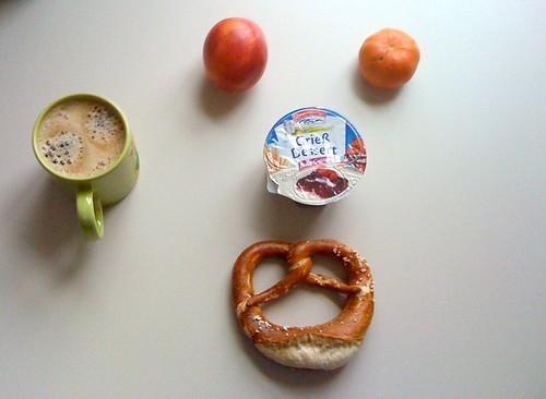 Grieß Dessert, Brezel & Obst