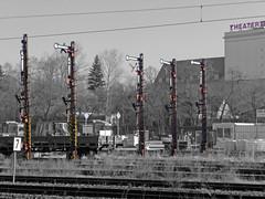 S-Bahnhof Frankfurter Allee (judith74) Tags: bw berlin bahnhof rails sw sbahn bahn signal friedrichshain schienen frankfurterallee blackwhitecolor eisenbahnsignal formsignal schwarzweisfarbe