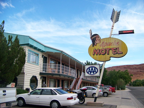 100_4011_Apache_Motel