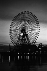 Silhouette of the ferris wheel (Snap Shooter jp) Tags: street leica morning sky blackandwhite bw film monochrome silhouette japan fuji snapshot stock rangefinder ferriswheel amusementpark yokohama minatomirai m6 blackdiamond xtol superpresto1600 flickrestrellas mygearandme mygearandmepremium mygearandmebronze mygearandmesilver voigtlanderheliar75mmf18