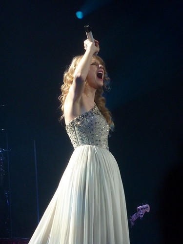 Taylor Swift 26 - Live in Paris - 2011