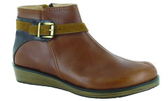 "Naot Cozy boot maple brown • <a style=""font-size:0.8em;"" href=""http://www.flickr.com/photos/65413117@N03/29503272663/"" target=""_blank"">View on Flickr</a>"