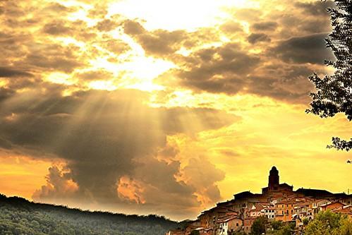 #equinox #tramonto #sunset #igersmassacarrara #igerstoscana #igersitalia #volgomassaecarrara #volgotoscana #volgoitalia #ig_toscana #ig_italy #loves_united_toscana #loves_united_italia #loves_mediterraneo #italia360gradi #italiainunoscatto #ecodellalunigi