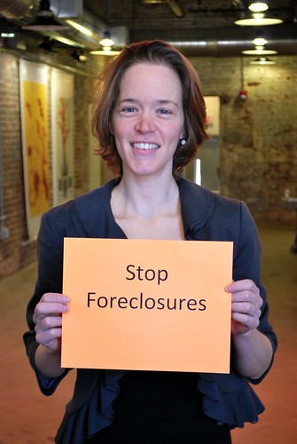 Lisa Vinikoor is fighting to stop foreclosures