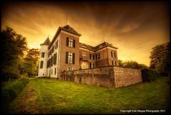 Huis van Doorn (Ivn Maigua) Tags: holland castle golden nikon thenetherlands ivn hdr nerderland nikond200 goldentouch photoshopcs3 artistictouch huisvandoorn ivnmaigua