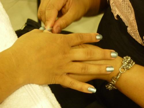 My little hands with 'Procurando eu achei'.