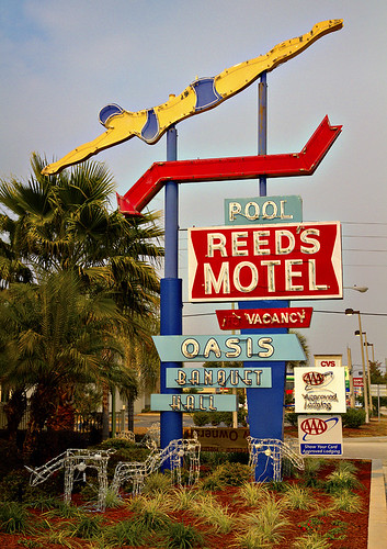 REED'S MOTEL SWIMMER