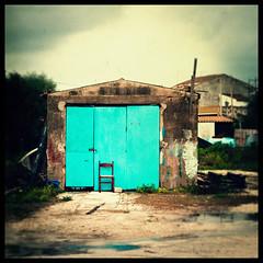 Freddo fuori, freddo dentro (Karpanov) Tags: cold 6x6 vintage square chair vignette sedia freddo marzamemi d3000