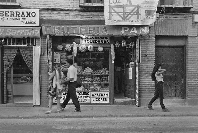 Tienda del Tío Peo a finales de los años 80 en Toledo. Fotografía de John Fyfe