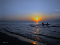 sunrise over sea #1 (e.nhan) Tags: art nature landscape dawn colorful colours arts vietnam backlighting enhan panoramafotogrfico