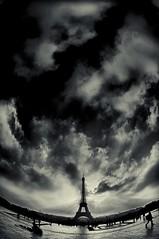 - petit paris - (Janey Kay) Tags: winter sky blackandwhite paris blancoynegro clouds dawn 22 la tour noiretblanc hiver eiffeltower himmel wolken cu ciel cielo toureiffel sep bp nuages nuvem schwarzweiss eiffelturm nube qui aurore aube balademati