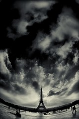 - petit paris - (Janey Kay) Tags: winter sky blackandwhite paris blancoynegro clouds dawn 22 la tour noiretblanc hiver eiffeltower himmel wolken céu ciel cielo toureiffel sep bp nuages nuvem schwarzweiss eiffelturm nube qui aurore aube baladematinale trocadéro wolden nikkor105mmfisheye itwasfreezing sigma2470mm28 january2010 janeykay niksilverefexpro nikond300s janvier2010 latourquidanse danseé ontheesplanadeofthetrocadéro surlesplanadedelatrocadéro 2°candthesundidntrise 2°cetlesoleilnapparaisaitpasderrièrelesnuages theeiffeltowerdancingbeneaththeclouds