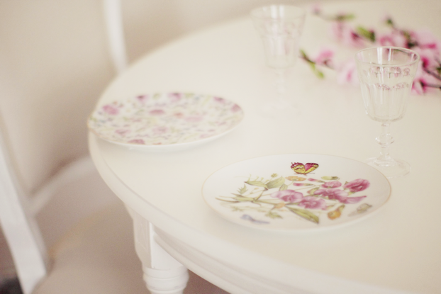 Zara Home plates - Hema glasses - Maison du Monde table