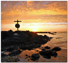Reflecting on Gold (Panorama Paul) Tags: sunset cross blaauwbergstrand nohdr sigmalenses nikfilters vertorama nikond300 wwwpaulbruinscoza paulbruinsphotography