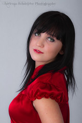 Model in Red (andreas_schneider) Tags: red beautiful model andreas greeneyes blackhair softbox schneider asphotography andreasschneider octobox