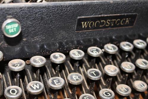 old typewriter (1)