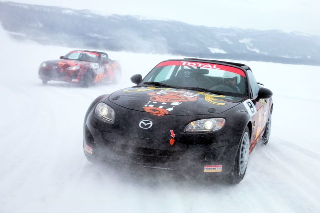Mazda MX-5 on ice 2011