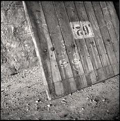 62  dijon, burgundy  2011 (lem's) Tags: door abandoned mamiya c220 dijon fort military ruin number ruine porte bourgogne 62 militaire numero urbex carrfranais burguney