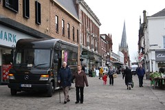 Chesterfield UPS (Moving Britain) Tags: mercedes spire ups chesterfield unitedparcelservice crookedspire yj08yef