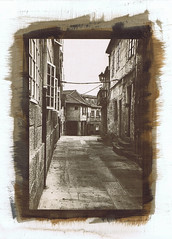 Street in Pontevedra. Gomdruk, Gumprint [Explore] (Hans de Bruijn) Tags: watercolor pontevedra gumbichromate alternativeprocess bichromate altprocess alternativeprocesses gumprint gumprints digitalnegatives hansdebruijn gommebichromate ancientphotography gomdruk gummidruck