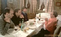 Disdfrutando de una cena y conversacion en el Restaurante  San Isidro de Derio by LaVisitaComunicacion