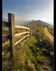 ........ (Chrisconphoto) Tags: fence peakdistrict mamtor chrisconway hff goodlight fencefriday