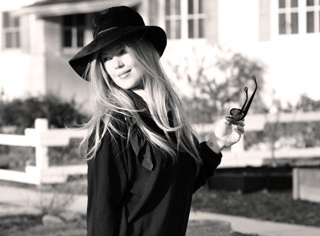 Vintage black hat, Tom Ford Sunglasses, Cynthia Rowley Bag with tassels, J Brand Houlihan skinny cargo pants, steve madden wedges, long blonde hair, DSC_0093