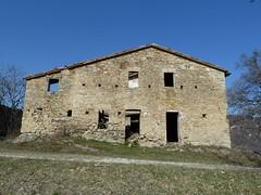 P1000102 (gzammarchi) Tags: casa italia natura finestra porta pietra paesaggio collina cascina camminata itinerario monterenziobo