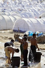 Tunisias tented transit Camp (UNHCR) Tags: africa camp men water tents northafrica tunisia refugees border crowd help aid shelter libya protection assistance photoset humanitarianaid unchr transitcamp choucha lightweighttents rasdjir libyaemergency chouchatransitcamp