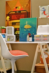 1:6 scale Desk with Tullip Chair